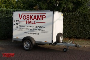 aanhangwagen verhuur enkelasser gesloten geremd