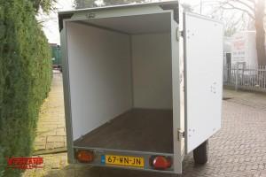 aanhangwagen verhuur enkelasser gesloten geremd 3