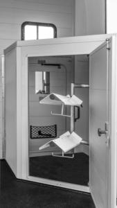 Notos XtraEco-zadelkamer-binnen--Humbaur-Paardentrailer